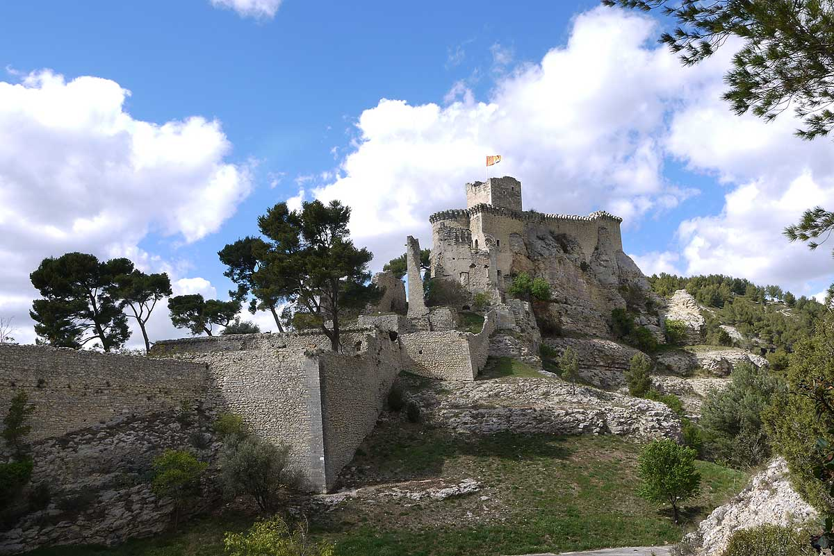 Tarascon And Beaucaire Are In The Lower Valley Of The Rhone Between Arles  And Avignon. The Two Cities Of Similar Size (about 15,000 Inhabitants) Face  Each ...