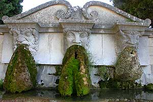 Lourmarin Fountain &copy VF